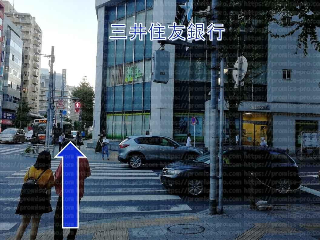 三井住友銀行前横断歩道画像