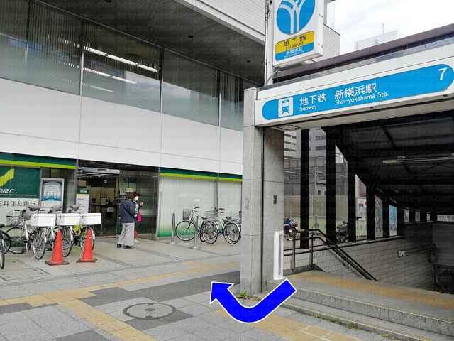7番出口右手に三井住友銀行の画像