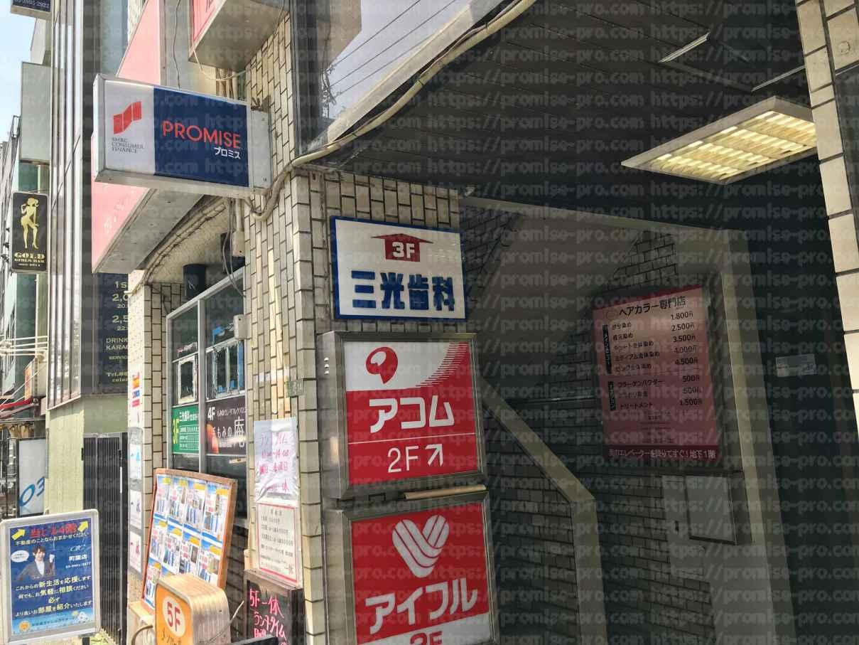 店舗ビル階段前画像