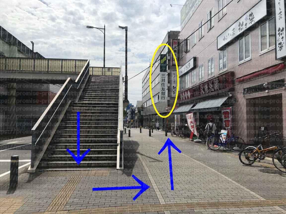 連絡橋階段画像