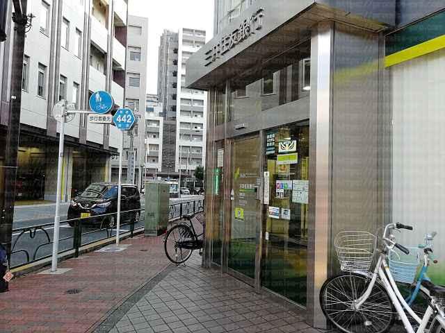 三井住友銀行入り口の画像