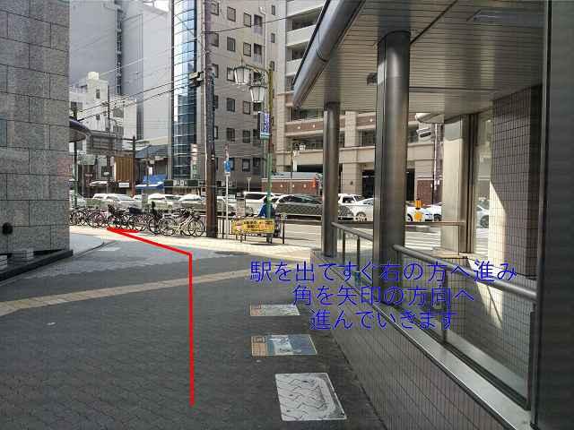 4番出口右側の通路の画像