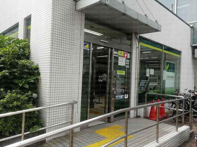 三井住友銀行入口前の画像