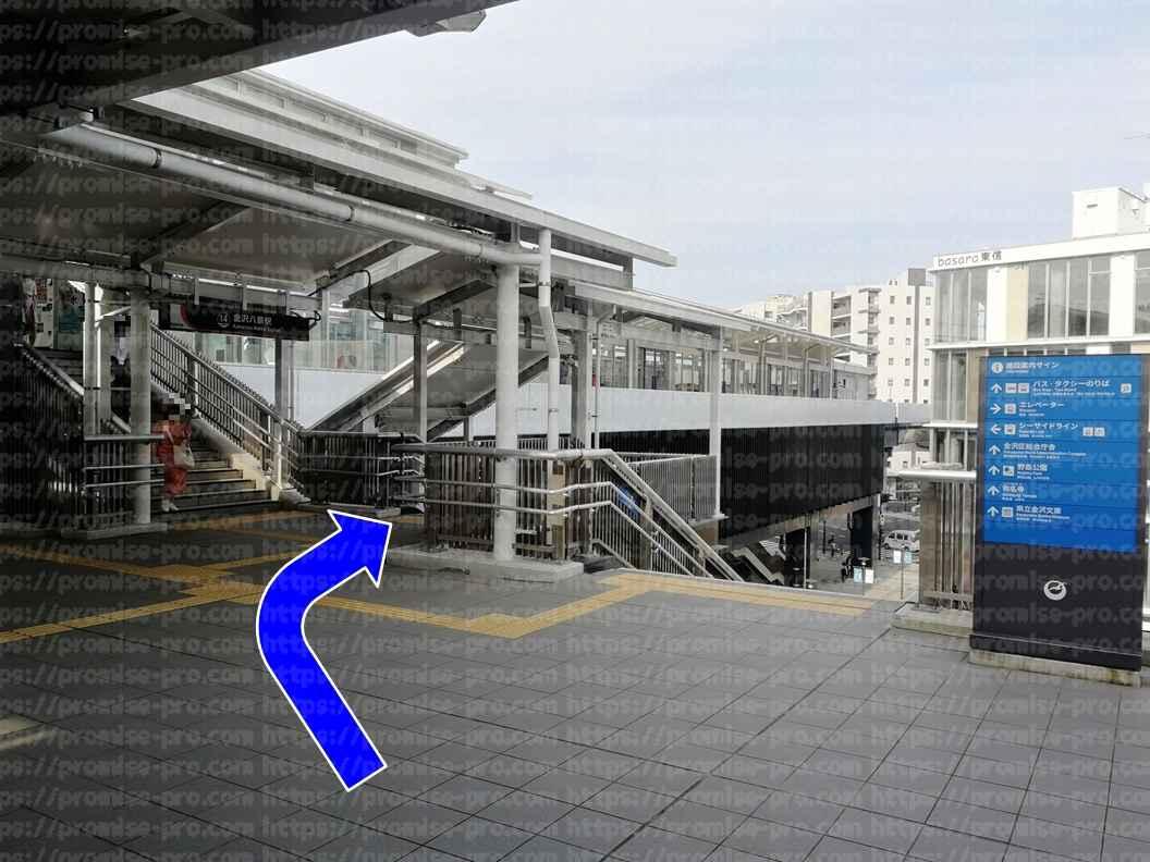 駅出口画像