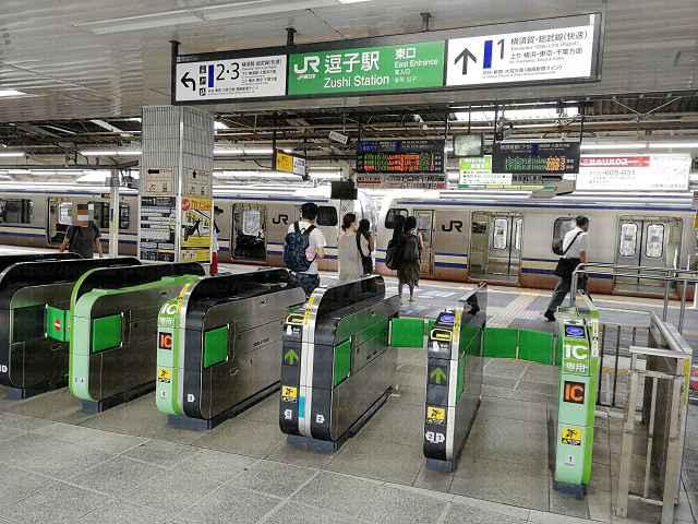 JR逗子駅東口改札の画像