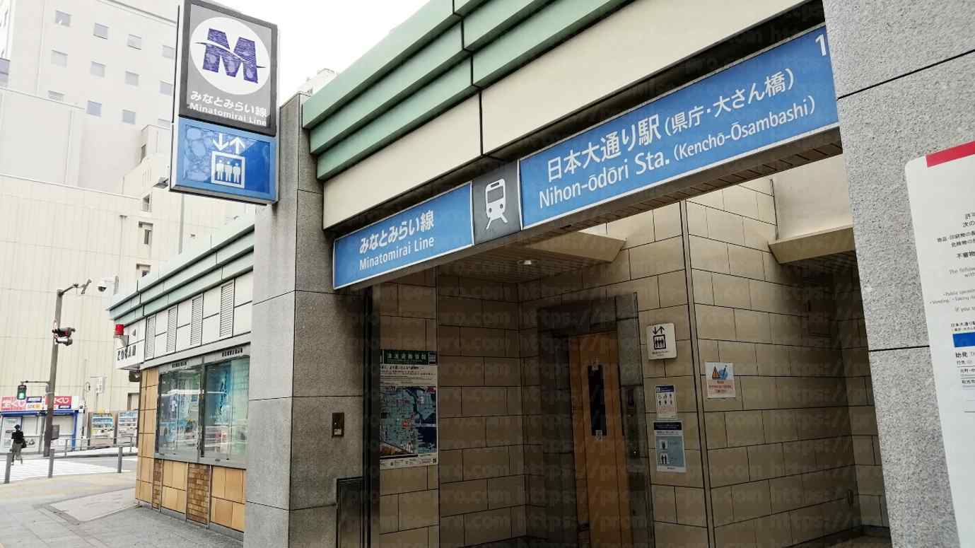 駅入口の画像